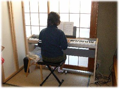 ピアノ練習中071216